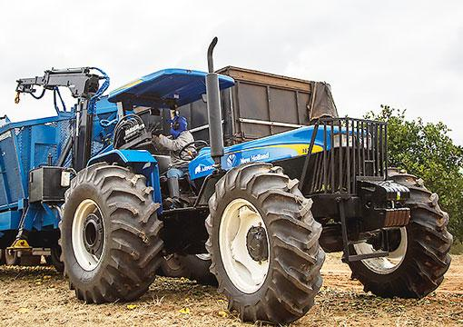 Trator de rodas - New Holland 7630